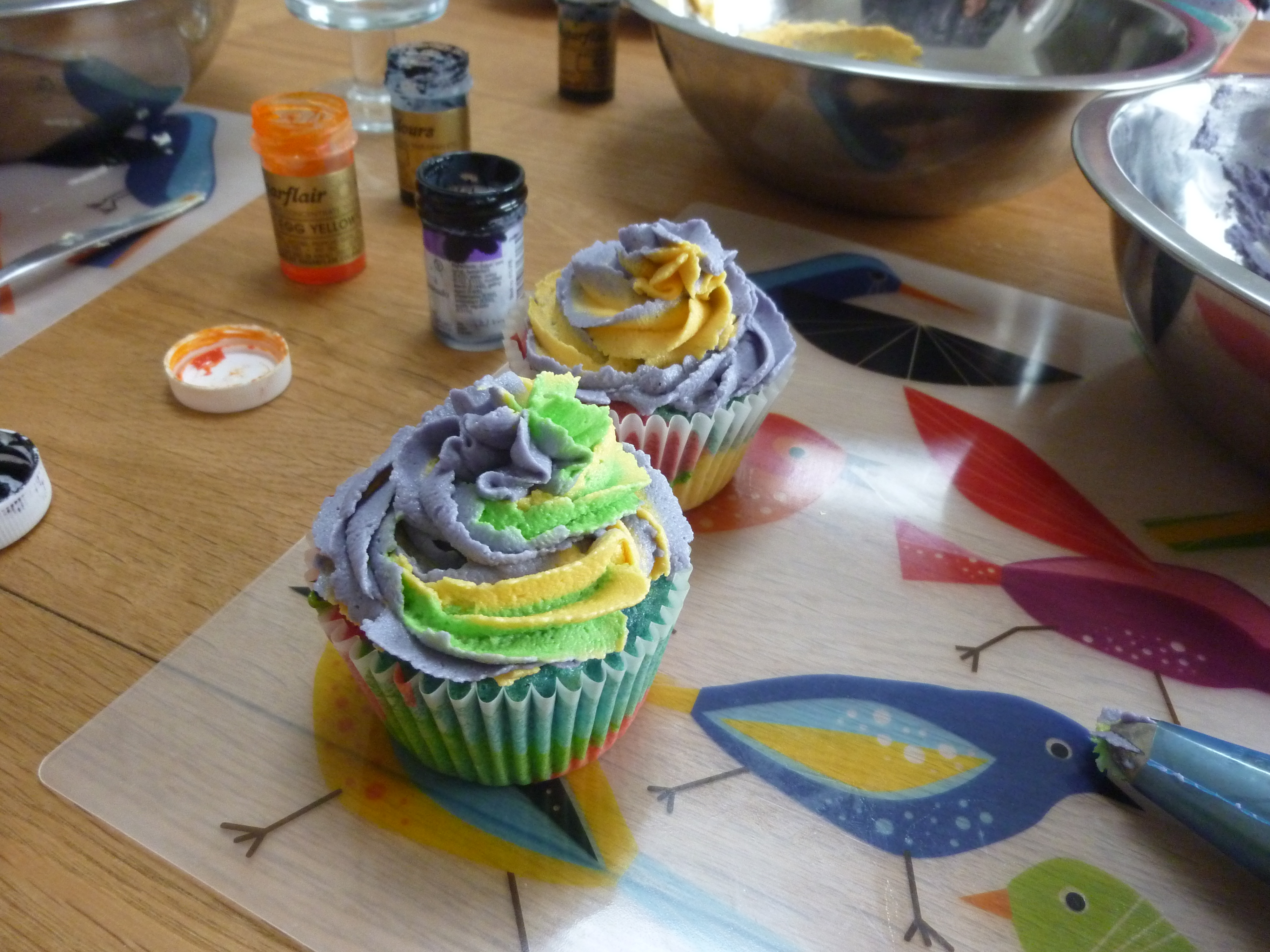 Cake Decorating Equipment Cardiff : CUPCAKE WEEK: FRIDAY- Cupcake Decorating With The Happy ...